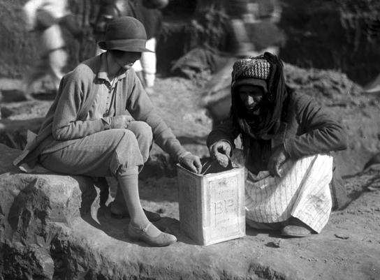 Katharine Woolley and Sheikh Hamoudi Ibn Ibrahim during excavations at Ur, 1928-1929.