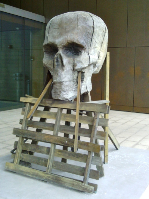 Skull outside of the art museum